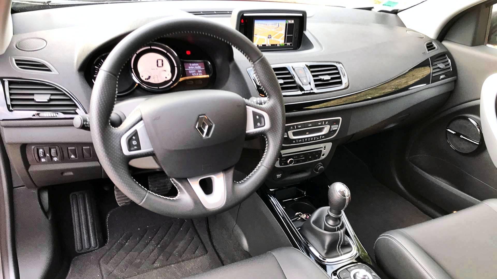 Renault megane d 39 occasion coupe 1 4 tce 130 bose le mans for Garage renault occasion le mans