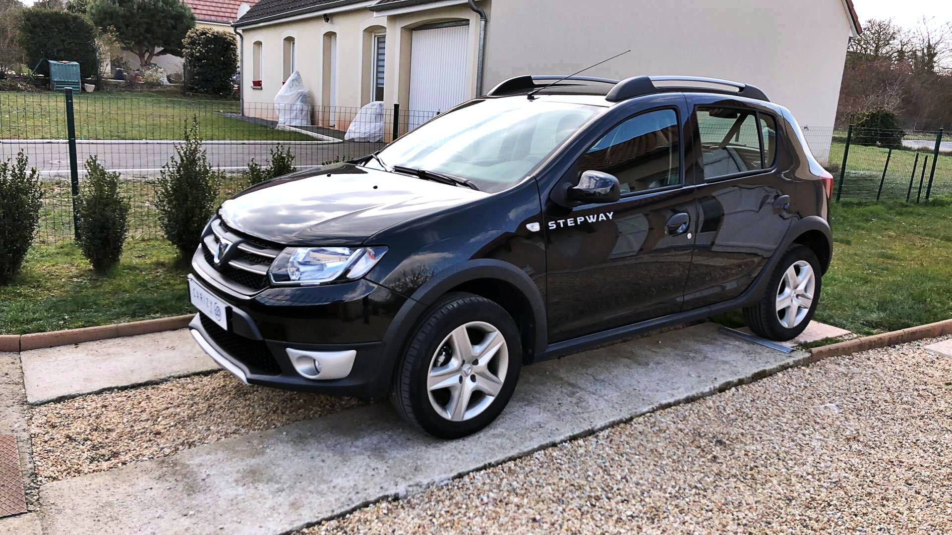 dacia sandero d 39 occasion stepway 0 9 tce 90 prestige saint germain du puy carizy. Black Bedroom Furniture Sets. Home Design Ideas