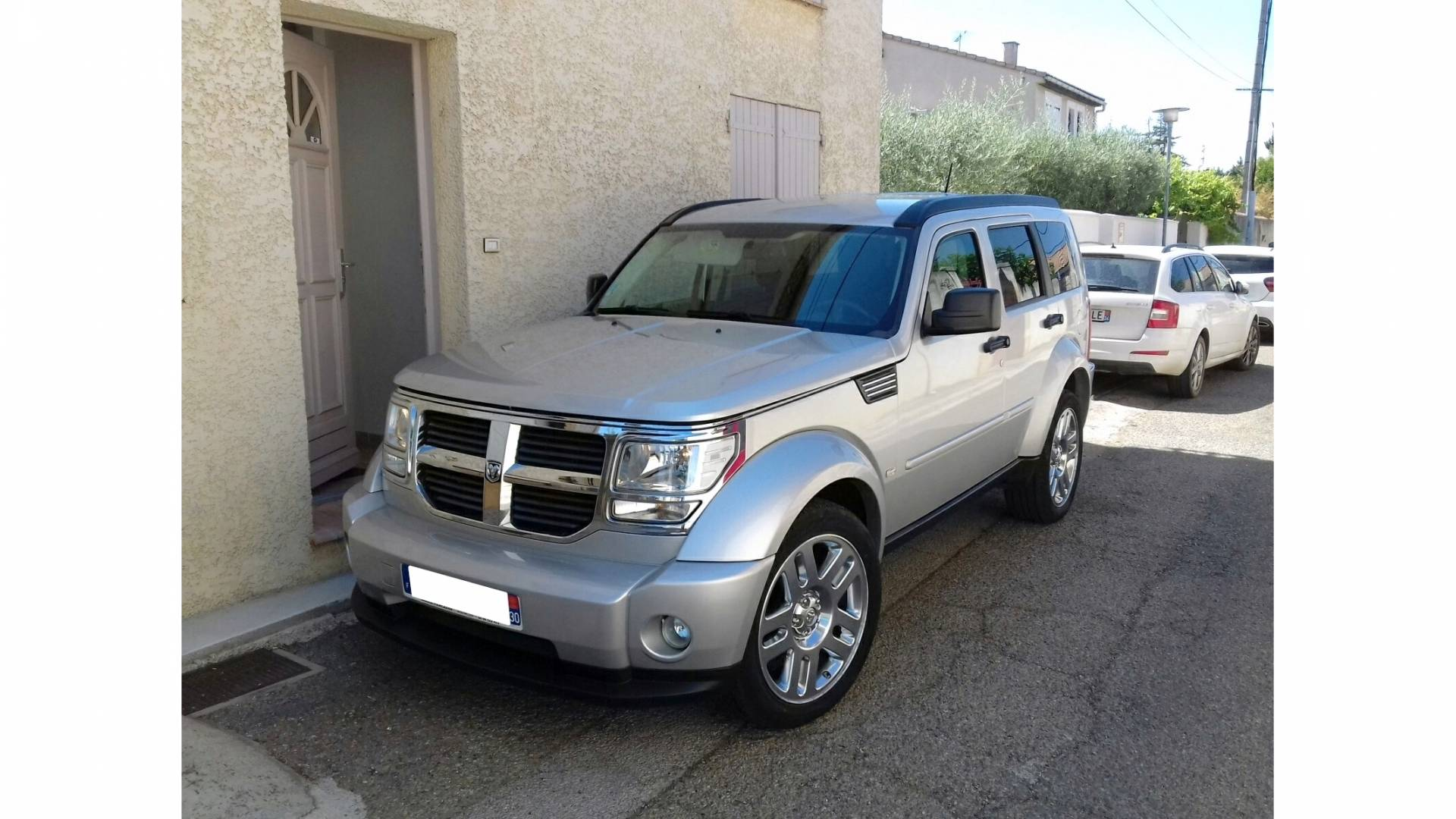 dodge nitro d 39 occasion 2 8 crd 175 sxt 4wd bva nimes carizy. Black Bedroom Furniture Sets. Home Design Ideas