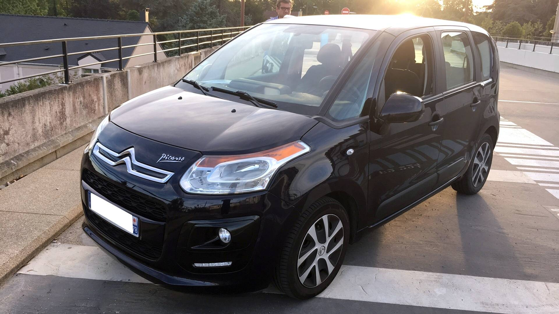 citroen c3 picasso d 39 occasion 1 6 hdi 90 confort le chesnay carizy. Black Bedroom Furniture Sets. Home Design Ideas