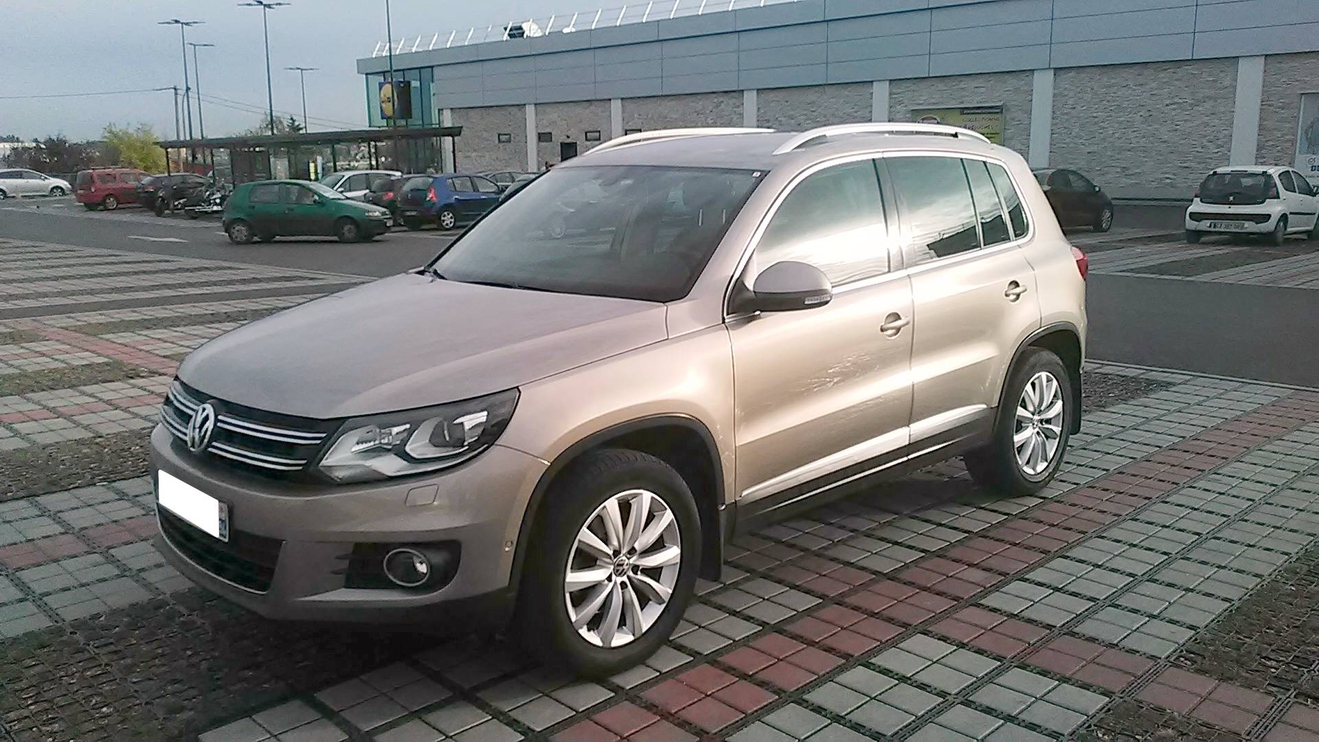volkswagen tiguan d 39 occasion 2 0 tdi 140 bluemotion sport line champigny sur marne carizy. Black Bedroom Furniture Sets. Home Design Ideas